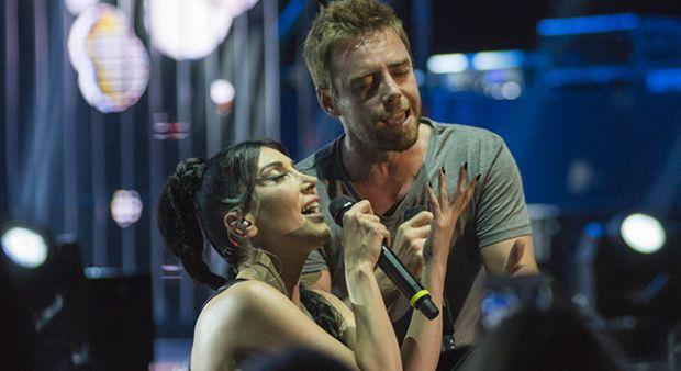 Hande Yener'den muhteşem şov