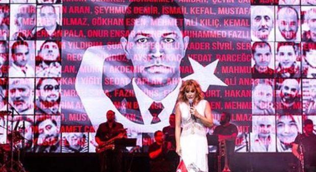 Funda Arar Harbiye konserinde şehitleri andı