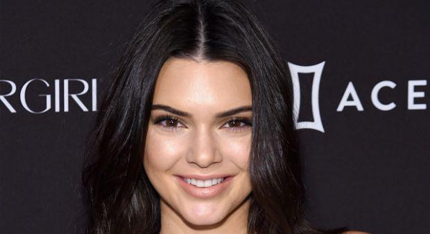 Kendall Jenner otoparkta yakalandı