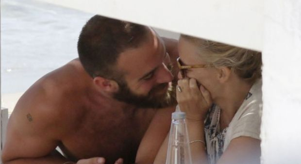 Kylie Minogue evleniyor