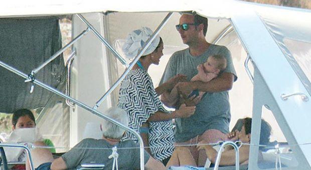 Zeynep Beşerler eşi ve oğluyla tatilde