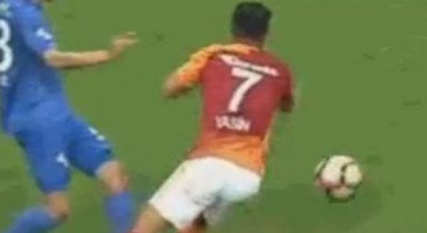 Galatasaray'ı çıldırtan pozisyon! Penaltı isyanı...