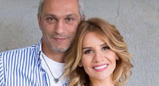 Esra Erol eşi Ali Özbir'le fotoğrafını paylaştı