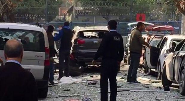 İstanbul Yenibosna'da polis merkezi yakınlarında patlama