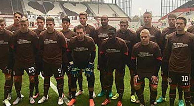Türk futbolculardan Deniz Naki kararına tepki!