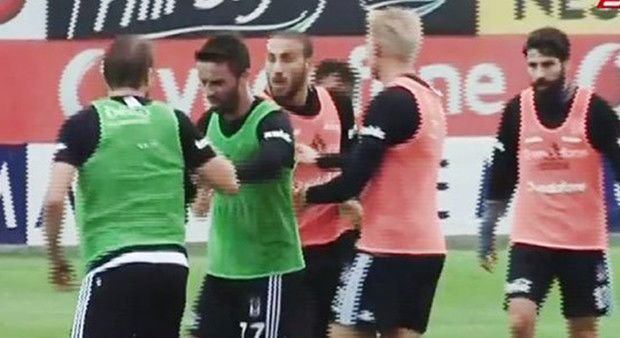 Beşiktaş idmanında Caner ve Cenk kavga etti!
