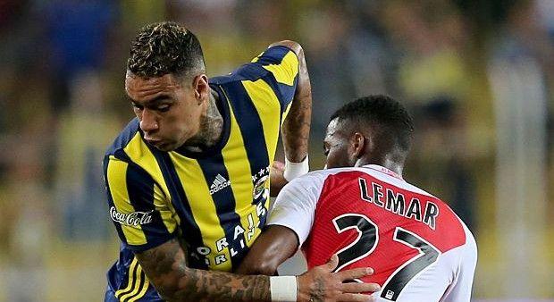 Fenerbahçe'de Van der Wiel şoku!