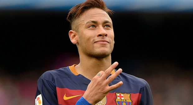 Neymar 2021 yılına kadar Barcelona'da kalmak için imza atıyor...