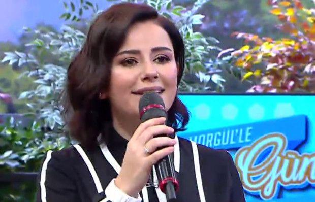 Merve Özbey, sevilen şarkısını seslendirdi