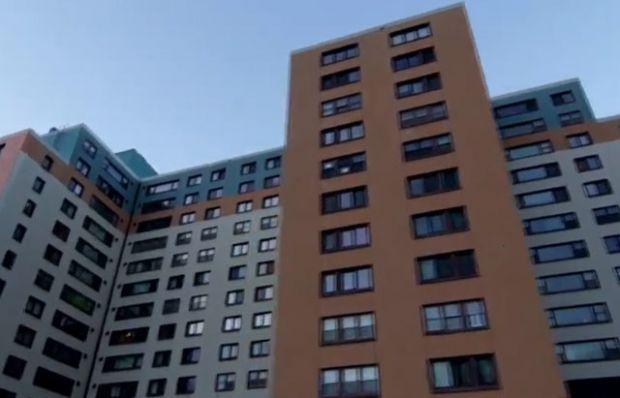 Bu kasabanın insanları tek binada yaşıyor