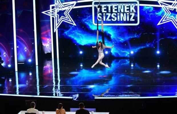 Zoya Gladkova akrobasi gösterisi
