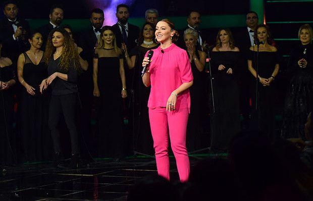 Hadise'nin Sıfır Tolerans şarkısı işaret diline çevrildi!