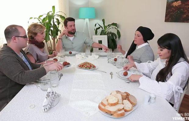 Sofra düzenine eleştiri geldi: 'Çok boş bir masa!'