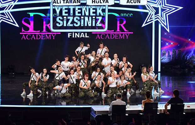 SDR Dans Akademi final performansı