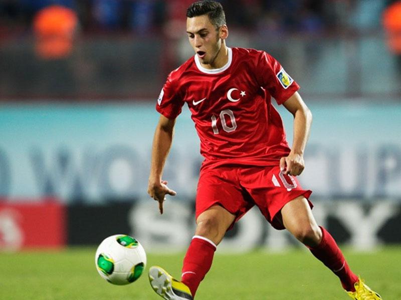 Galatasaray milli yıldızı reddetti!