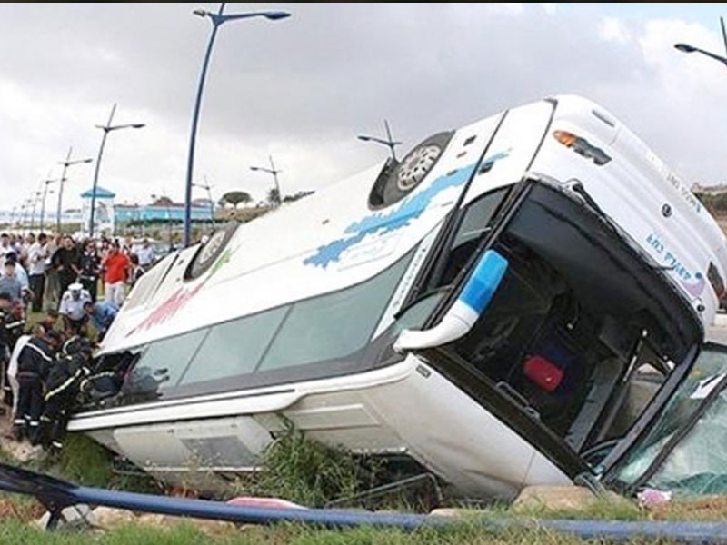 Facia gibi kaza! Takım otobüsü devrildi...