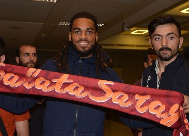 Galatasaray'a geri dönen Denayer'e coşkulu karşılama!