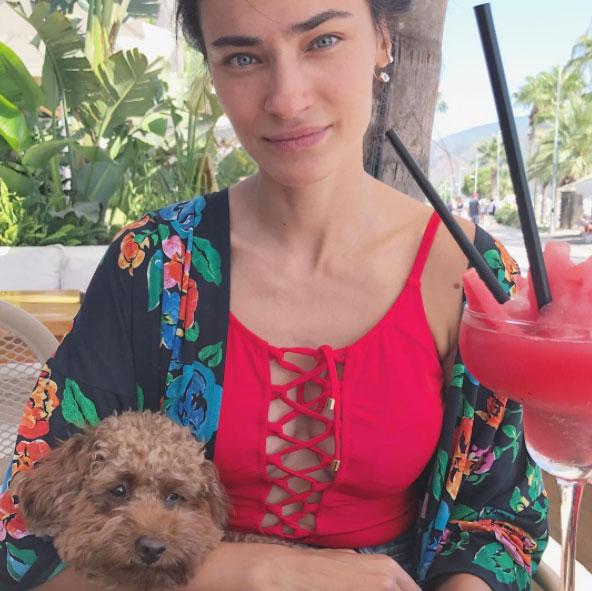 Saadet Işıl Aksoy'un bitmeyen tatili