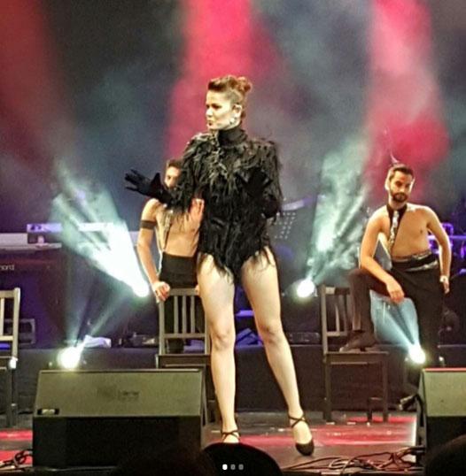 Burcu Biricik'ten muhteşem performans