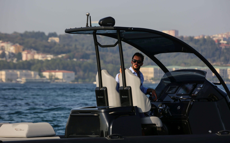 Barış Arduç sürat teknesi kullandı