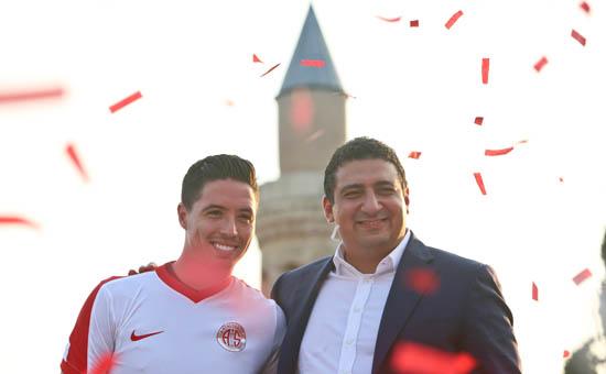 Antalyaspor'dan bir dünya yıldızı daha!
