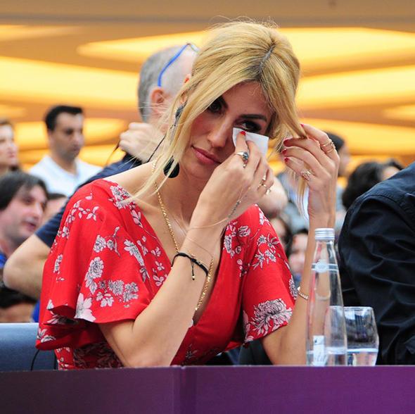 Çağla Şıkel gözyaşlarını tutamadı