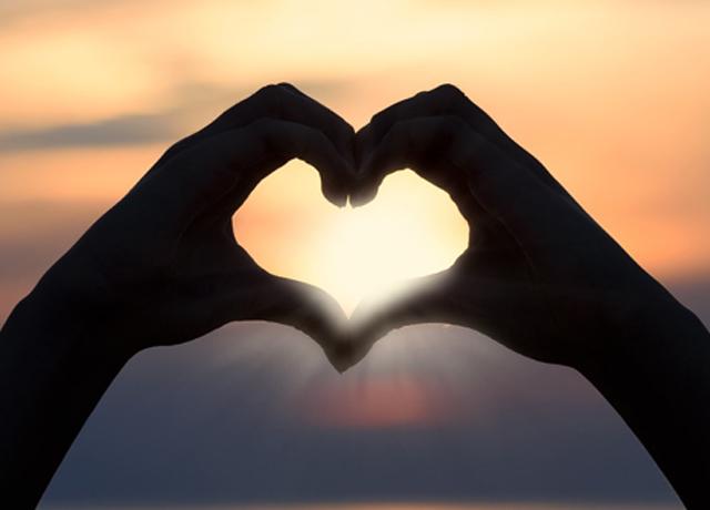 Venüs burcumuz aşkı ve sevgiyi nasıl yaşayacağımızı gösterir