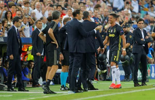 Ronaldo'ya dev maçta büyük şok! Gözyaşlarına boğuldu...