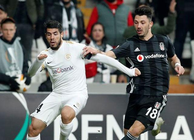 Beşiktaşlı futbolcuya taraftardan büyük tepki!
