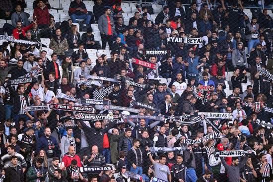 Beşiktaşlı taraftarlardan büyük protesto!