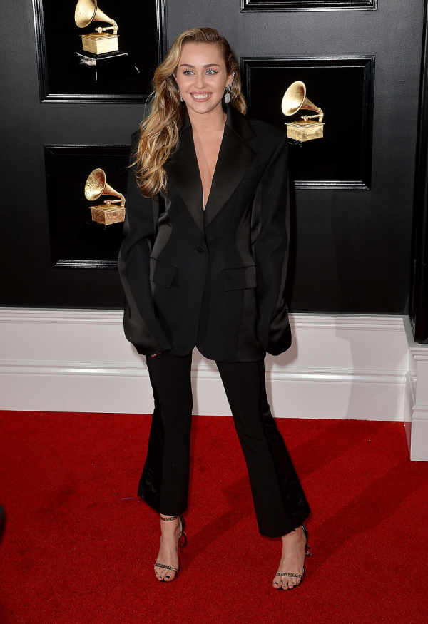 61. Grammy Ödülleri'nde kırmızı halıda şıklık yarışı!