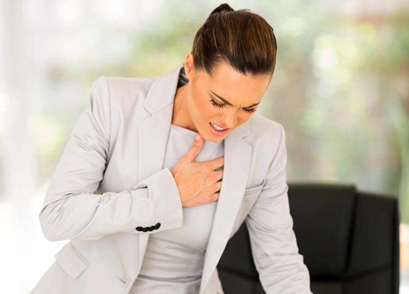 Aklımıza ilk 'kalp krizi' geliyor, ancak… Göğüs ağrınızın farklı bir nedeni olabilir