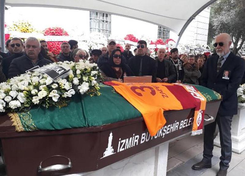 Zafer Çika'nın cenaze töreninde pes dedirten olay