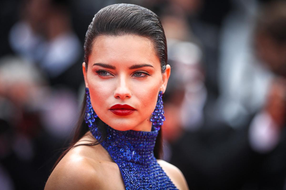 Adriana Lima güzelliğiyle baş döndürdü