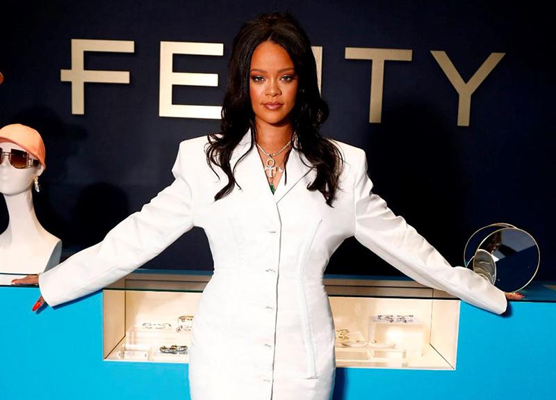 Rihanna basamakları hızlı çıkıyor! Paris'te mağaza açtı