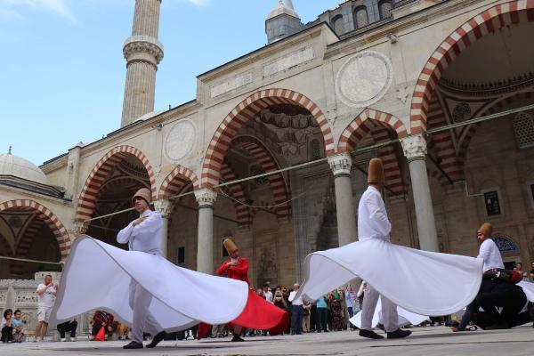 Selimiye Camii'nde semazen gösterisi büyüledi