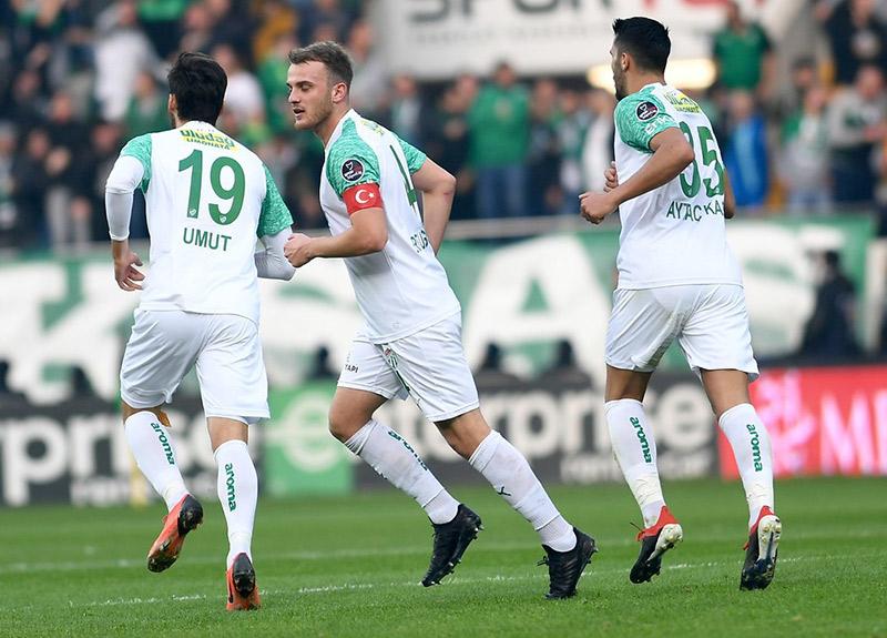 Bursaspor'un kaptanı Ertuğrul Ersoy İtalya'ya transfer oldu