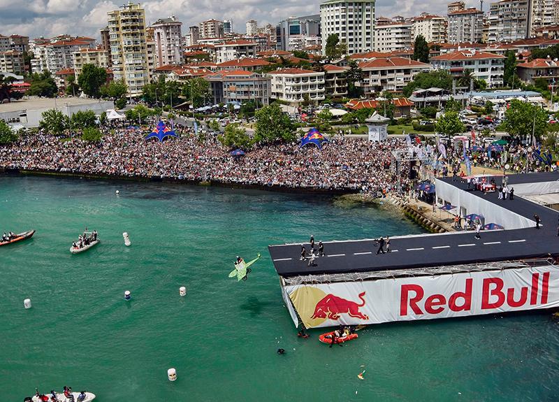 Red Bull Uçuş Günü ile Caddebostan'da uçuş araçları uçabildiği kadar uçacak