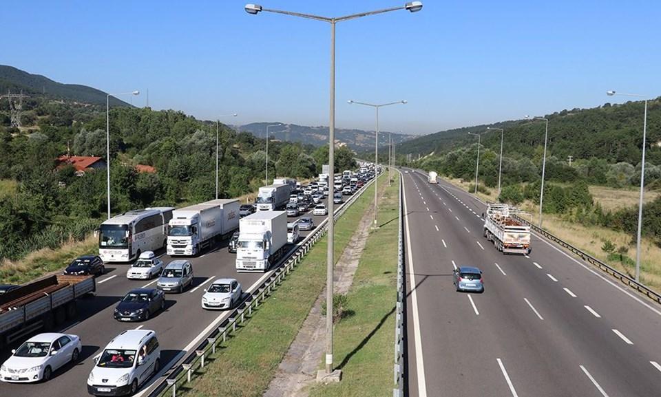 Otogarda ve yollarda bayram tatili trafiği yoğunluğu