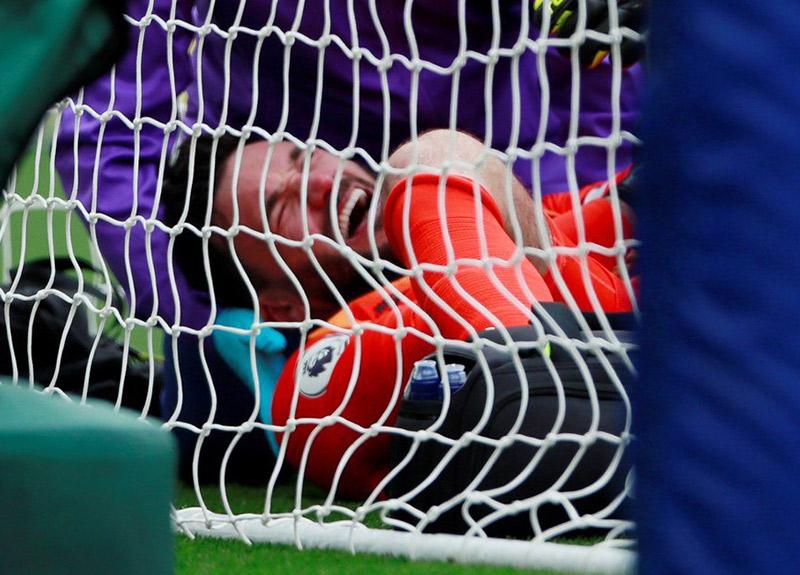 Maçta acı olay! Tottenham kalecisi Hugo Lloris'in kolu kırıldı