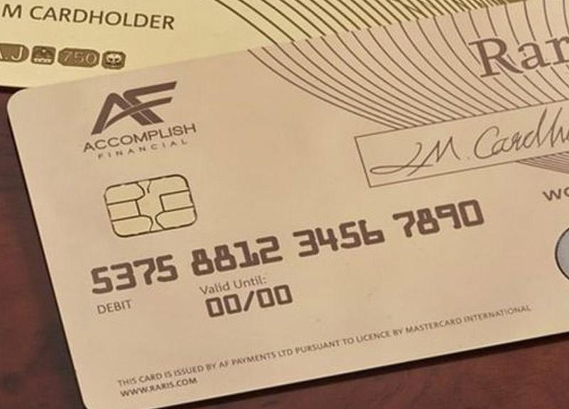 Fiyatı 140 bin TL olan dünyanın ilk altın banka kartı basıldı
