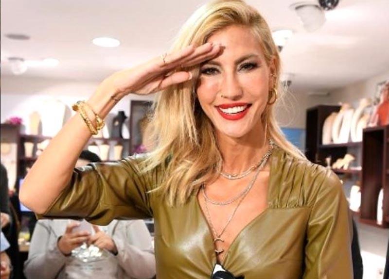 Çağla Şıkel, asker selamı vererek Barış Pınarı Harekatı'na destek oldu