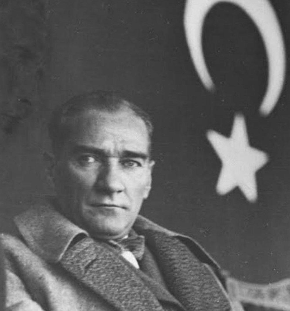 Mustafa Kemal Atatürk ölümünün 81. yılında anılırken ünlü isimlerden gelen mesajlar duygulandırdı