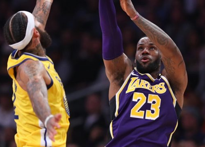 NBA'de Los Angeles Lakers, evinde ağırladığı Golden State Warriors'u 120-94 ile farklı mağlup etti