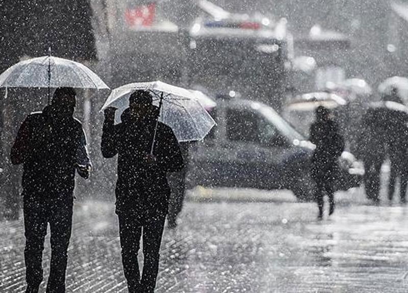 Meteoroloji İstanbul için sağanak yağış uyarısında bulundu