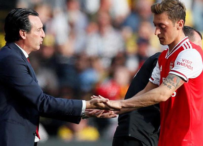Arsenal hocası Unai Emery gitti, bütün gözler Mesut Özil'e çevrildi