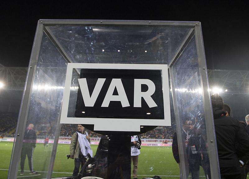 VAR sisteminde çizgi hatası UEFA'nın gündeminde