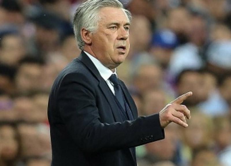 Everton forması giyen Cenk Tosun'un yeni hocası Carlo Ancelotti oldu