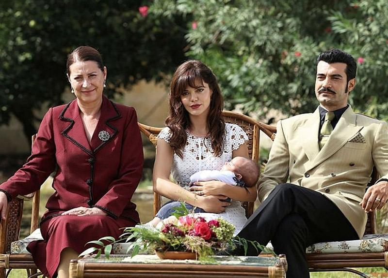 Ünlü oyuncu Vahide Perçin'in kızı Alize Gördüm ile birlikte aynı dizide oynadığını biliyor muydunuz?