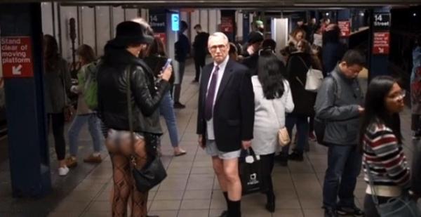 Pantolonsuz metroya binen yolcular görenleri şaşkınlığa uğrattı!